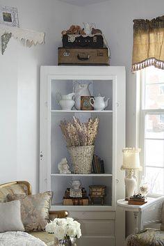 Ideas for kitchen corner hutch shabby chic Corner Furniture, Shelf Furniture, Furniture Makeover, Corner Hutch, Corner Cabinets, Corner Shelf, Corner Cupboard, Kitchen Corner, Corner Unit