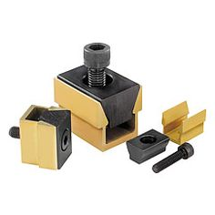 Mors de serrage : permet de serrer simultanément deux pièces à usiner // Wedge clamps : Two workpieces can be held simultaneously with the wedge clamp // REF 04522