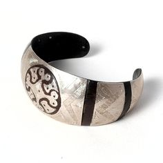 Brățară tuaregă argint și lemn de abanos #metaphora #bracelet #bangle #tuaregjewelry #ebonysilver Cuff Bracelets, Jewellery, Fashion, Moda, Jewels, Fashion Styles, Schmuck, Fashion Illustrations, Jewelry Shop