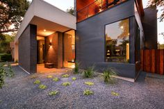 Main Stay House in Austin, Texas, designed by Matt Fajkus Architecture (MF Architecture) Modern Contemporary Homes, Contemporary Architecture, Interior Architecture, Minimalist Architecture, Houses In Austin, Masonry Wall, Hallway Designs, Outside Living, Outdoor Living