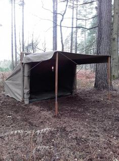 Excellent bushcraft tips that all survival hardcore will definitely desire to learn right now. This is essentials for bushcraft survival and will defend your life. Bushcraft Camping, Diy Camping, Tent Camping, Camping Hacks, Outdoor Camping, Outdoor Gear, Bushcraft Skills, Camping Gear, Glamping