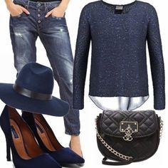 Un look che non passa di certo inosservato questo stile sporty chic, per donne che amano indossare dei jeans baggy in abbinamento a tacchi vertiginosi. Ho realizzato questo outfit in total blue colore molto amato da me, perché è simbolo di equilibrio, aggiungendo solo la tracolla in color black.