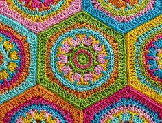 hexagon design | Elealinda-Design: Aus sechseckigen Granny Squares kann man ...