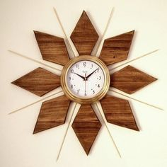 Decor Hacks : DIY Mid-Century Clock tutorial {Sawdust and Embryos}. Make A Clock, Diy Clock, Clock Ideas, Modern Clock, Mid-century Modern, Mur Diy, Wall Clock Design, Clock Art, Wood Clocks