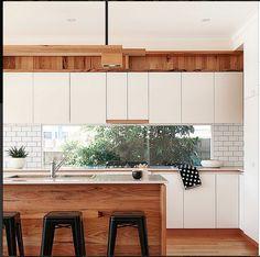 http://www.nikoleramsay.com/ love this kitchen!!