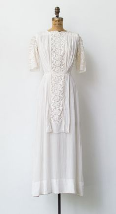 Lilac and Lace Dress | Antique 1910s Edwardian lawn dress in soft gauzy cotton | #antiquedress #edwardian #1910s