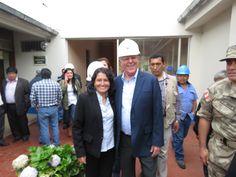 Responsable de Imagen Institucional de la EPS SEDACAJ S.A. con Presidente de la República