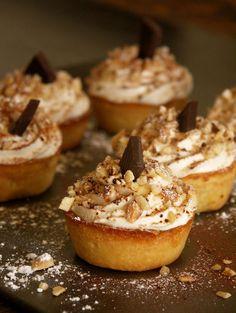 Tartelette tiramisu by Christophe Michalak - Take care of your onions Gourmet Desserts, Fancy Desserts, Delicious Desserts, Dessert Recipes, Tart Recipes, Cheesecake Recipes, Fun Easy Recipes, Mini Foods, Beignets