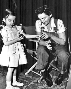 Judy Garland with her daughter Liza Minnelli [1951]