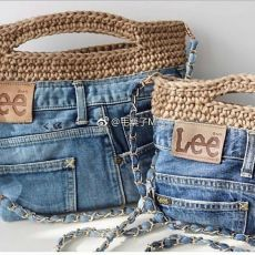 Crochet handbags 56858014032238816 - Sac jeans Source by patricebessone Diy Jeans, Crochet Handbags, Crochet Purses, Sac Granny Square, Jean Purses, Denim Purse, Denim Ideas, Denim Crafts, Jean Crafts