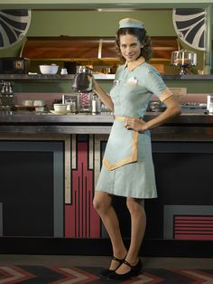Angie Martinelli (Lyndsy Fonseca) in Marvel's Agent Carter martinelli, Get to know the characters of 'Marvel's Agent Carter' Lyndsy Fonseca, Outfits 80s, Waitress Outfit, Retro Diner, Fifties Diner, Diner Nyc, Blouse Nylon, American Diner, Peggy Carter