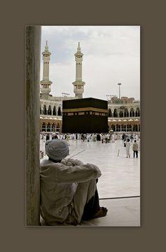 Dijo el Mensajero de Allâh (swas): Deja aquello que te hace dudar de su licitud y encamínate a lo que no te hace dudar. Pues la verdad realmente es tranquilidad, sosiego y paz interna; y la mentira, duda.