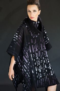 Caftan with an aubergine watercolor and abstract vertical design.