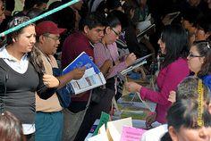 """Nezahualcóyotl, Méx. 15 Mayo 2013. Además de la organización de esta 1ª Feria Municipal del Empleo, para abatir la falta de fuentes de trabajo en el municipio, la autoridad local ha  implementado programas de """"Capacitación a Emprendedores"""" y """"Fortalecimiento a las PYMES"""", entre otros esfuerzos."""
