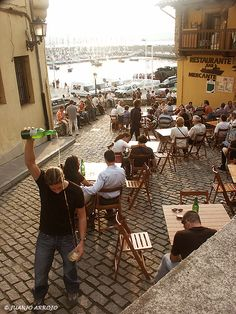 serving cider in Gijón, Asturias, Spain What A Wonderful World, Beautiful World, Beautiful Places, Places To Travel, Places To See, Oviedo Spain, Asturian, Asturias Spain, Paraiso Natural