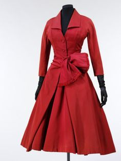 Omgosh! I have to have this coat........this is the upmost beautiful, elegant, feminine coat I've ever seen!