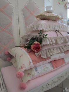 Pretty pillows and cushions