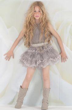 Preciosa Cute Girl Dresses, Cute Girl Outfits, Little Girl Outfits, Outfits For Teens, Little Girl Models, Child Models, Vestido Shabby Chic, Mode Junior, Girls In Mini Skirts