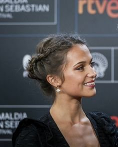 Find images and videos about alicia vikander on We Heart It - the app to get lost in what you love. Box Braids Hairstyles, Pretty Hairstyles, Hairstyle Ideas, Curly Hair Styles, Natural Hair Styles, Grunge Hair, Great Hair, Hair Day, Gorgeous Hair