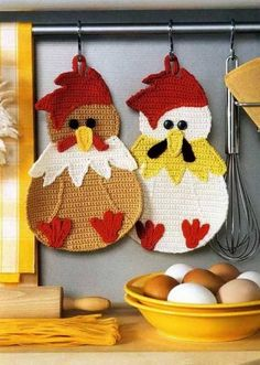 You will love this collection of Vintage Crochet Chicken Patterns and we have rounded up the sweetest collection ever! Check out all the ideas now. Crochet Lion, Crochet Shell Stitch, Easter Crochet, Crochet Home, Free Crochet, Crochet Poncho, Crochet Baby, Crochet Potholder Patterns, Crochet Dishcloths