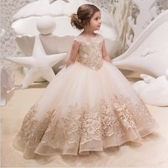 Western wedding gown for years old flower girl dress patterns for party kid elegant princess dress for prom Flower Girls, Flower Girl Dresses, Ball Gowns Prom, Ball Gown Dresses, Prom Ballgown, Tutu Dresses, Wedding Robe, Champagne Gown, Première Communion