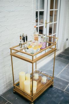 Styled bar cart: http://www.stylemepretty.com/living/2015/08/29/how-to-style-your-bar-cart-for-summer-cocktails/ | Photography: Fashionable Hostess - http://www.fashionablehostess.com/