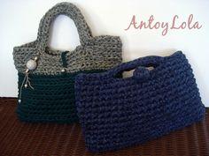 Estas cestas y bolsos de crochet están realizadas con trapillo. El trapillo es fácil de trabajar, económico. Al ser grueso se teje rápido y el resultado es bastante bueno. Se pueden tejer bolsos, cestas, bisutería, alfombras... Para las ces
