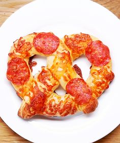 Cheese-Stuffed Pizza Pretzels