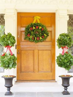 Christmas Door Decorating Ideas: Pretty Wreaths and More from Better Homes & Gardens.  http://www.myocproperty.com