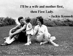 Jackie Kennedy Quote Caroline Kennedy, John Kennedy, Les Kennedy, Jacqueline Kennedy Onassis, Kennedy Wife, Jackie Kennedy Quotes, Jaqueline Kennedy, Familia Kennedy, Hyannis Port
