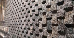 ⇢ Nuevo #revestimiento cerámico Mirage Deco: 'escamas' de piedra para los interiores más auténticos #arquitectura #interiorismo