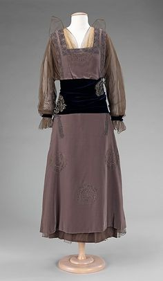 Evening dress : 1915-17. French. Made of silk and metal. A
