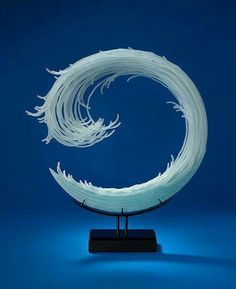 William LeQuier creates stunning, free flowing glass sculptures by using a unique style he's developed over more than a decade and a half. Art Sculpture, Abstract Sculpture, Art Actuel, Turquoise Glass, Fused Glass Art, Oeuvre D'art, Love Art, Contemporary Art, Creatures