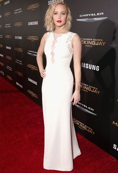 Look da atriz Jennifer Lawrence no red carpet do filme Jogos Vorazes: A Esperança Parte 2.