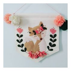 No hay descripción de la foto disponible. Felt Crafts Diy, Diy Arts And Crafts, Baby Crafts, Sewing Crafts, Sewing Projects, Craft Projects, Felt Wall Hanging, Hanging Fabric, Diy For Kids