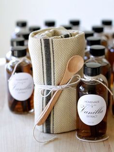 Homemade Vanilla Extract gift wrapped in a kitchen towel. Plus, Free Printable Labels and ingredient and brew instructions. homework | carolynshomework.com