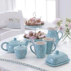This set would look in any country kitchen.perfect for afternoon tea or a weekend breakfast in bed.