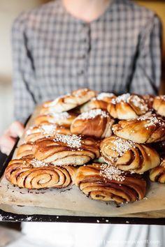Cinnamon buns, Hooray by Meeta K. Swedish Recipes, Sweet Recipes, Cinnamon Bun Recipe, Cinnamon Rolls, Cinnamon Swirls, Cinnamon Bread, Yummy Treats, Yummy Food, Scandinavian Food