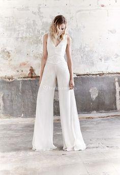 DOVER (Raimon Bundó) #jumpsuit #jumpsuitbride #monolargo #mono #novia #bride #fashion #wedding #bodas #bodasmx #bodasmexico #modanupcial #bride #fashionbride #bridaljumpsuits Wedding Pants, Wedding Jumpsuit, Mermaid Dresses, Girls Dresses, Flower Girl Dresses, Jumpsuit Elegante, Bride Dress Simple, Boho Chic, Wedding Dressses