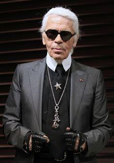 Der Modemacher Karl Lagerfeld ist für manche modebegeisterte Menschen ein Star, andere wiederum kann der egozentrische Designer mit seiner Mode und seiner Art bisher nicht begeistern.