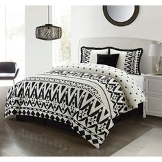 Products Add a bohemian touch to the style of your bedroom with this beautiful black and white comfo Black Comforter, Queen Comforter Sets, White Bedding, Bedding Sets, Black White And Grey Bedroom, Bedroom Black, White King, Tribal Bedroom, White Queen