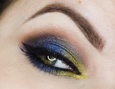 This vibrant look by Candy Killer shows off Makeup Geek Foiled Eyeshadows in Center Stage, Jester, and Mesmerized + Makeup Geek Pigment in Liquid Gold.