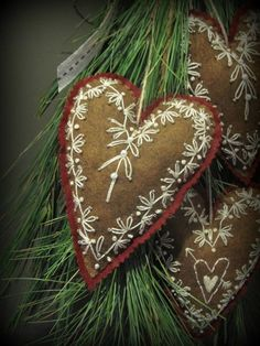 Example of decoration the best heart crafts for valentines day 4 – fugar Valentine Heart, Valentine Crafts, Holiday Crafts, Pixel Art Geek, Wool Applique Patterns, Boyfriend Crafts, Felt Embroidery, Felt Decorations, Heart Crafts