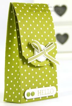 Pootles' Spotty Magnet Bag Tutorial using Stampin' Up! DSP   I haven't made a bag or box using magnets for quite a while, so when I was designing this bag and choosing how to close it, I decid...
