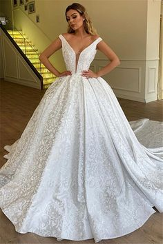 30 Ball Gown Wedding Dresses Fit For A Queen - Kleider How To Dress For A Wedding, V Neck Wedding Dress, Luxury Wedding Dress, Applique Wedding Dress, Classic Wedding Dress, Lace Mermaid Wedding Dress, Glamorous Wedding, Western Wedding Dresses, Long Wedding Dresses