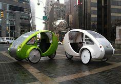 A mistura de carro e bicicleta que é  movida por você e pela energia solar