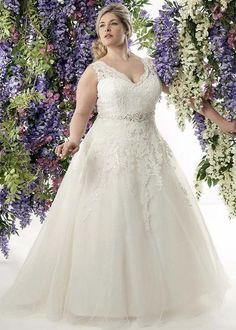 V neck plus size lace wedding dress from Callista Bride / http://www.himisspuff.com/plus-size-wedding-dresses/3/