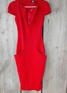 Kup mój przedmiot na #vintedpl http://www.vinted.pl/damska-odziez/krotkie-sukienki/16294010-asos-czerwona-sukienka-duzy-dekolt
