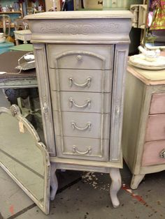 Jewelry chest painted with Dixie Belle Paint Company's Driftwood chalk paint