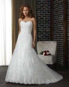 Lace trumpet wedding dress | Sweetheart Neckline | lace hem | Bonny Bridal 317